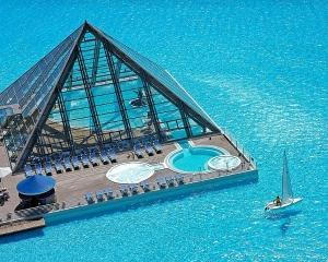 Απίστευτες εικόνες: Δεν φαντάζεστε πώς είναι η μεγαλύτερη πισίνα του κόσμου! - Φωτογραφία 1