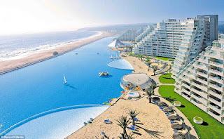 Απίστευτες εικόνες: Δεν φαντάζεστε πώς είναι η μεγαλύτερη πισίνα του κόσμου! - Φωτογραφία 2