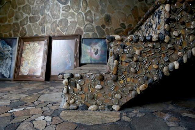Για 35 χρόνια έφτιαχνε το σπίτι των ονείρων της... Το εσωτερικό του δεν μοιάζει με κανένα από όσα σπίτια έχετε δει μέχρι σήμερα - Φωτογραφία 6