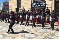 Χανιά: Με κρητικό χορό διαμαρτυρήθηκαν για την παραχώρηση του αεροδρομίου [video]