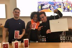 Τεράστια επιτυχία το κόκκινο iphone 7 σε ολόκληρο τον κόσμο