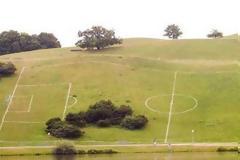 Τα 10 πιο περίεργα γήπεδα ποδοσφαίρου! [photos]