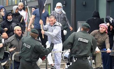 Ερχεται και στην Ελλάδα: Η Γερμανική κυβέρνηση «τοποθετεί» μουσουλμάνους πρόσφυγες σε οικίες Γερμανών πολιτών! - Φωτογραφία 1