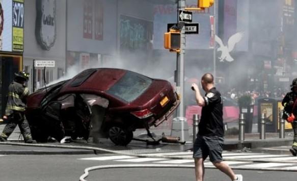Υπήρχαν Ελληνες  στην Times Square την ώρα του μακελειού: Κατέγραψαν τον τρόμο λίγα λεπτά μετά την επίθεση στην καρδιά της μεγαλούπολης [video] - Φωτογραφία 1