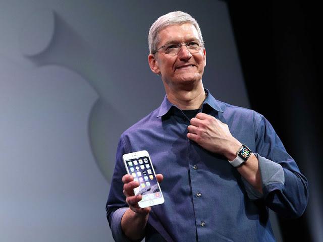 Ο Τιμ Κουκ δοκιμάζει μια συσκευή για να παρακολουθεί τα επίπεδα σακχάρου στο αίμα με τη βοήθεια του Apple Watch - Φωτογραφία 1