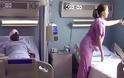 Τυφλός άντρας ζήτησε από τη νοσοκόμα να του πει τι βλέπει από το παράθυρο και λύγισε μόλις άκουσε την απάντηση της