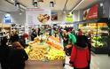 Αυτή είναι η αλυσίδα super market που και πληρώνει, και προσλαμβάνει και αναβαθμίζει τα καταστήματα του