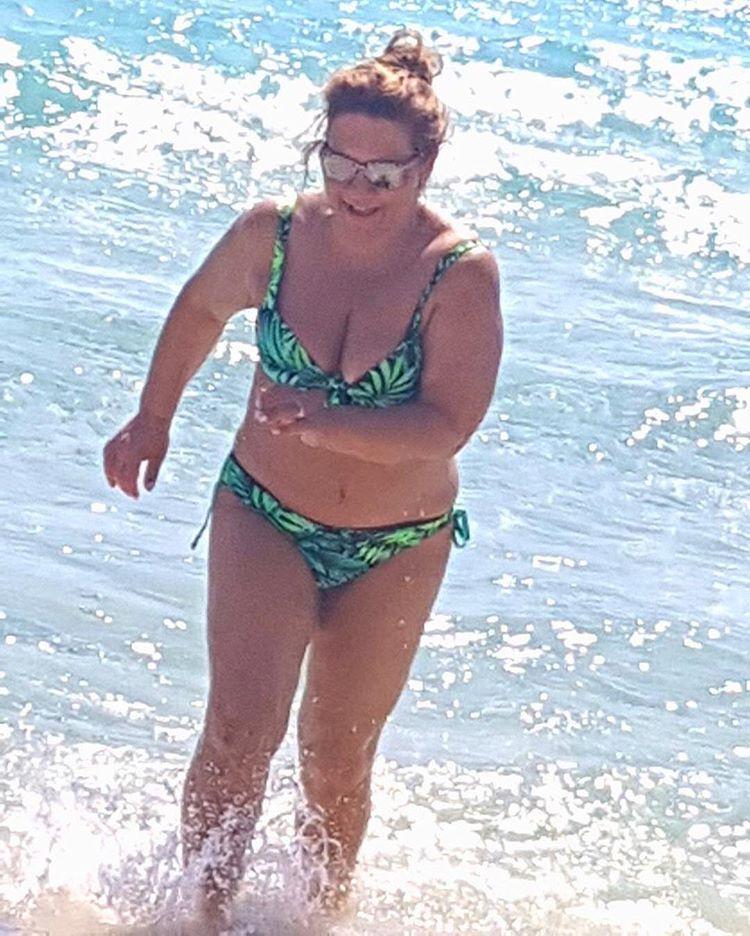 Δέσποινα Μοιραράκη. Η βασίλισσα της μπουχάρας έβγαλε το κορμί της παραλία! - Φωτογραφία 2