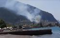 ΣΥΜΒΑΙΝΕΙ ΤΩΡΑ: Καίγονται τα Καμένα Βούρλα - Κινδυνεύουν σπίτια [photos] - Φωτογραφία 2