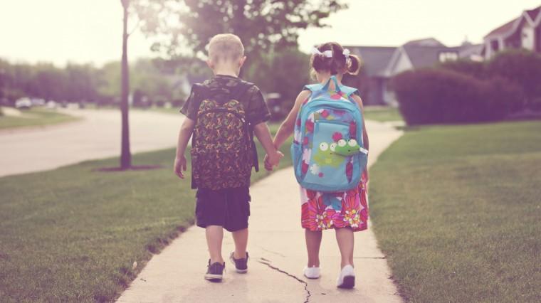 Πολύτιμες συμβουλές για να πάνε και να επιστρέψουν με ασφάλεια τα παιδιά από το σχολείο - Φωτογραφία 1