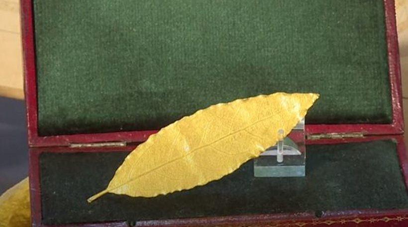Χρυσό δάφνινο φύλλο από το στέμμα του Ναπολέοντα πωλήθηκε για 625.000 € - Φωτογραφία 1