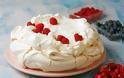 Συνταγή για Πάβλοβα με σαντιγύ και φράουλες