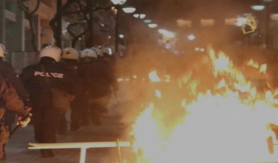 Ενώπιον του εισαγγελέα για τα επεισόδια στην πορεία για τον Γρηγορόπουλο - Φωτογραφία 1