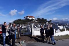 ΣΥΛΛΟΓΟΣ ΚΟΜΠΩΤΗΣ Η ΤΟΡΙΒΙΑ: Τοποθέτησαν νεα μεταλλική πόρτα στο νεκροταφείο του χωριού