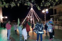 Άναψε το χριστουγεννιάτικο δέντρο στα ΠΑΛΙΑΜΠΕΛΑ (ΦΩΤΟ: Στέλλα Λιάπη)