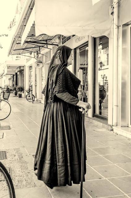 Η Λευκαδίτικη παραδοσιακή φορεσιά - Φωτογραφία 4
