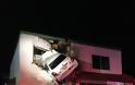 Καρέ καρέ πως «καρφώθηκε» το… «ιπτάμενο» αυτοκίνητο στον πρώτο όροφο κτιρίου [pics, vids] - Φωτογραφία 3
