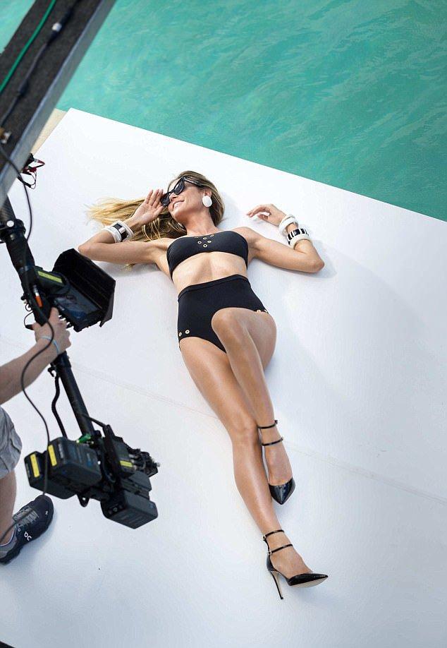 Η Heidi Klum «φυσάει» ακόμα και στα 44 της! - Φωτογραφία 3