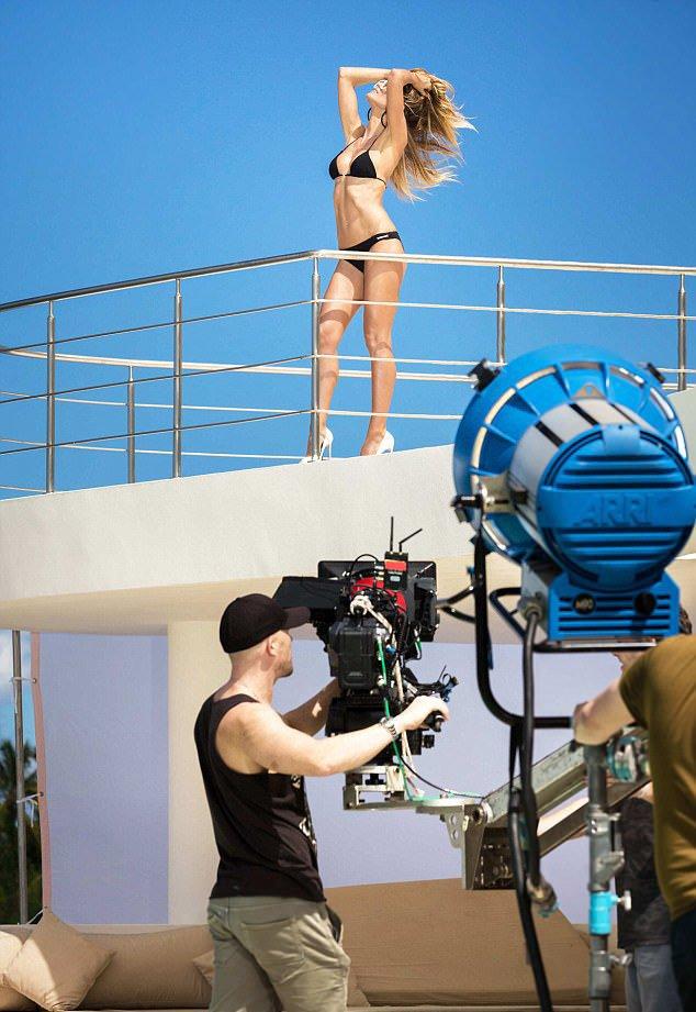 Η Heidi Klum «φυσάει» ακόμα και στα 44 της! - Φωτογραφία 4