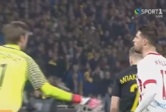 Αυτό είναι το ποδοσφαιρικό ΗΘΟΣ: Δείτε τον Μιραλάς να φτύνει τον Μπάρκα - Τα παράπονα του Μπακάκη [video] - Φωτογραφία 1