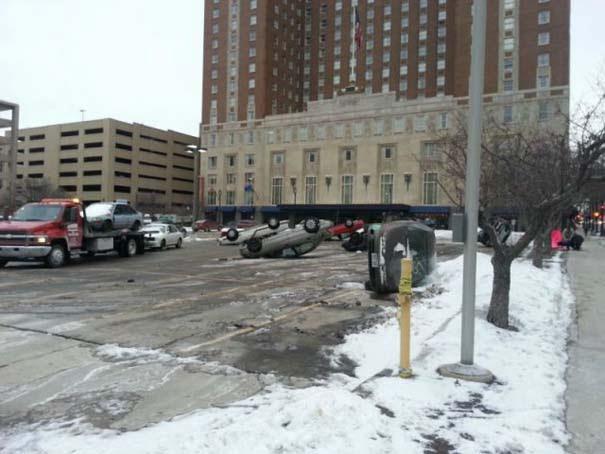 Κάτι πολύ περίεργο συμβαίνει σε parking αυτοκινήτων [photos] - Φωτογραφία 3