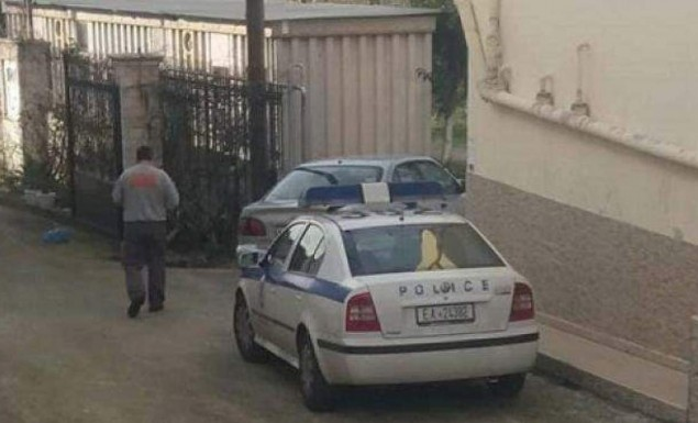 Πάτρα: 61χρονος έκλεισε το 4χρονο παιδί του στο δωμάτιο και αυτοκτόνησε - Φωτογραφία 1