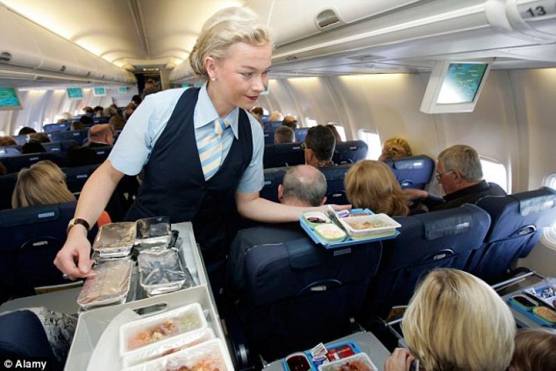 Αεροσυνοδοί διηγούνται παράλογες απαιτήσεις επιβατών εν ώρα πτήσης - Φωτογραφία 1