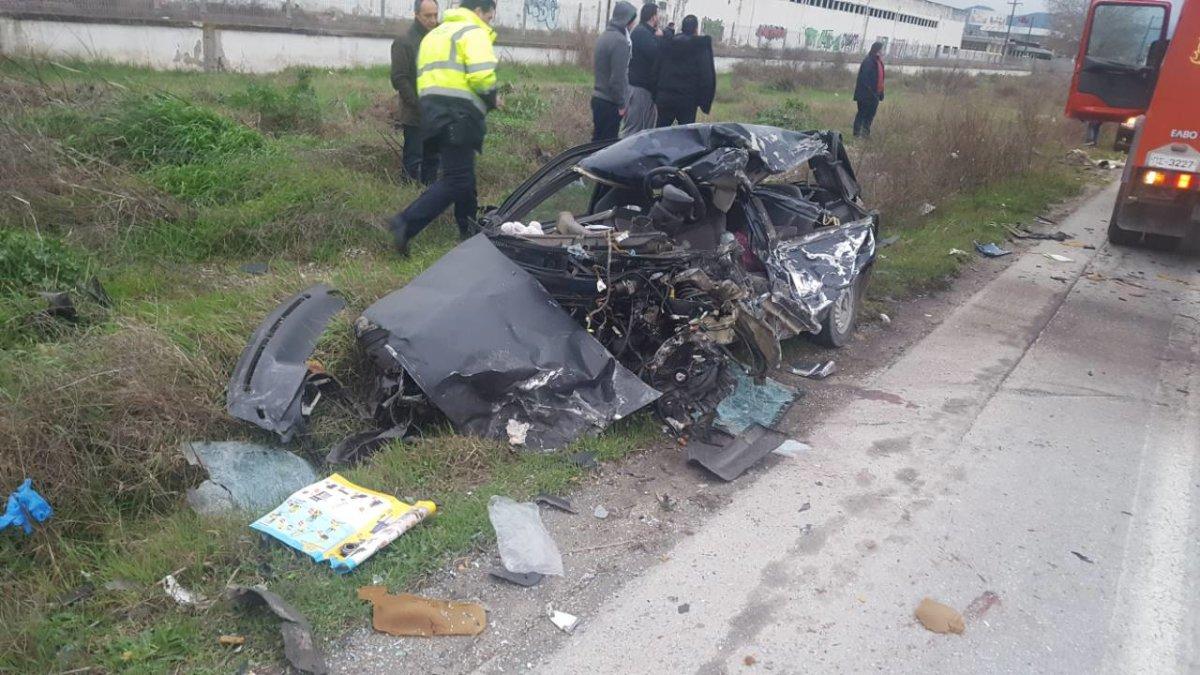 Σύγκρουση φορτηγού με ΙΧ στην Εθνική Λάρισας-Θεσσαλονίκης: Νεκρός ένας 55χρονος - Φωτογραφία 2