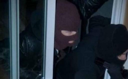 Καρπενήσι: Ανήλικοι κλέφτες είχαν ρημάξει την πόλη - Φωτογραφία 1