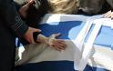 Γιώργος Μπαλταδώρος: Τελευταίο αντίο στον ήρωα Σμηναγό – Κατέρρευσε η σύζυγός του - Φωτογραφία 4