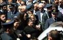Γιώργος Μπαλταδώρος: Τελευταίο αντίο στον ήρωα Σμηναγό – Κατέρρευσε η σύζυγός του - Φωτογραφία 9