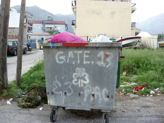 Αμάζευτοι πολλοί κάδοι με σκουπίδια στον Μύτικα. - Φωτογραφία 5
