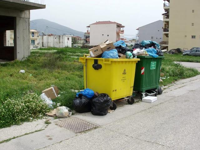 Αμάζευτοι πολλοί κάδοι με σκουπίδια στον Μύτικα. - Φωτογραφία 9