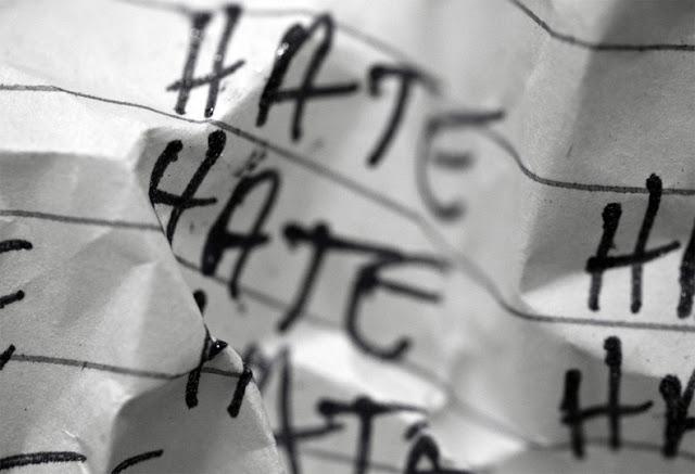 «Δημόσιος Λιθοβολισμός»: Ρητορεία του Μίσους και Ελευθερία Λόγου - Φωτογραφία 1