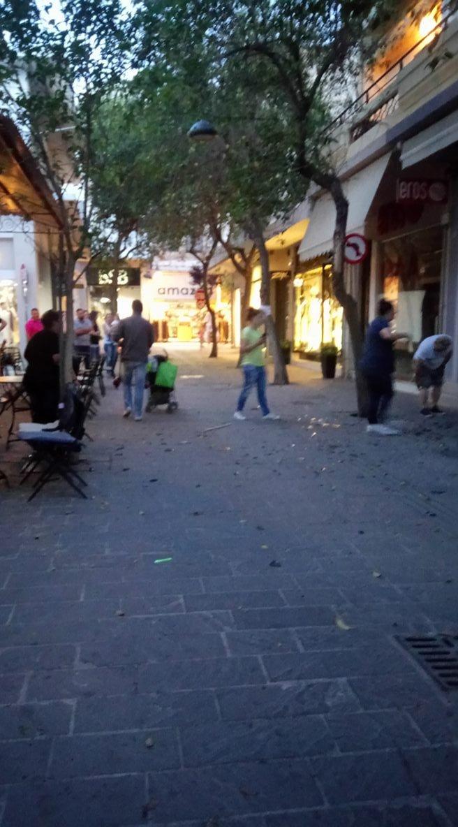 Δύο ελαφριά τραυματίες από έκρηξη σε κατάστημα στην Παλιά Πόλη [photos] - Φωτογραφία 3