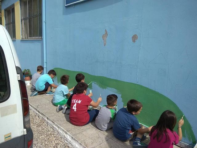 «Τα παιδιά ζωγραφίζουν στον τοίχο…» του Δημητρούκειου Δημοτικού σχολείου στο Βασιλόπουλο-Καραϊσκάκη - Φωτογραφία 1