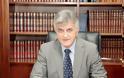 «Συνελήφθη» ο Φίλιππος Πετσάλνικος από αστυνομικούς