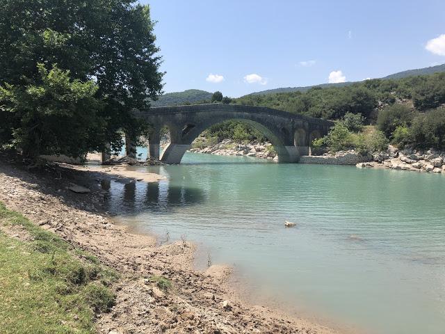 Ξεκινούν άμεσα οι εργασίες αποκατάστασης των ζημιών των γεφυριών Τέμπλας και Αυλακίου-Εγκαταστάθηκε ο εργολάβος - Φωτογραφία 1