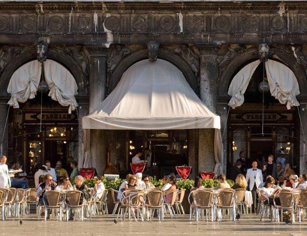 6 πιο ατμοσφαιρικά καφέ της Ευρώπης - Φωτογραφία 2