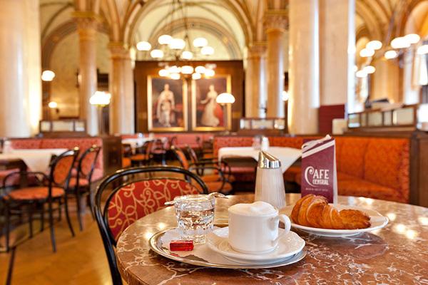 6 πιο ατμοσφαιρικά καφέ της Ευρώπης - Φωτογραφία 7