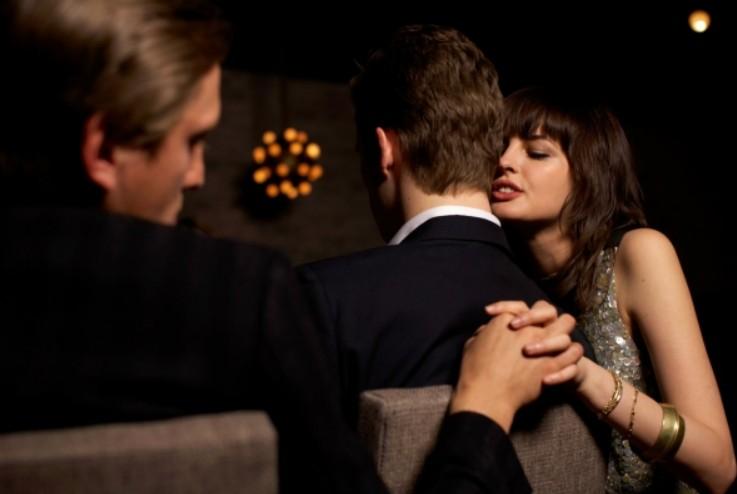 5 συμπτώματα που εμφανίζει μια γυναίκα που απατάει το σύντροφό της - Φωτογραφία 1