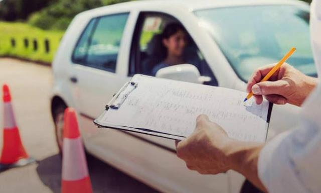 Στερεά Ελλάδα: Κύκλωμα έπαιρνε μίζες για να δίνει διπλώματα οδήγησης - Συνελήφθησαν ιδιοκτήτες σχολών οδηγών και υπάλληλοι της Διεύθυνσης Μεταφορών - Φωτογραφία 1