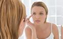 Οι καθημερινές συνήθειες που γερνούν το δέρμα μας