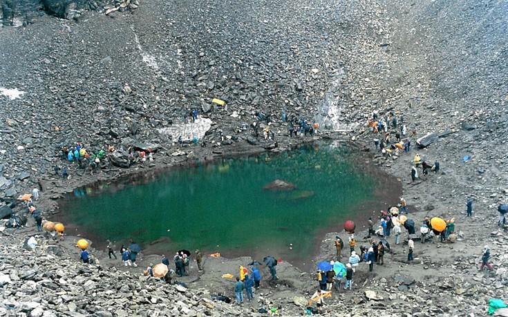 Η Λίμνη των οστών... Ανατριχιαστικό [photos] - Φωτογραφία 6