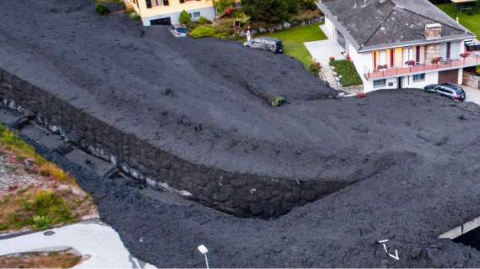 Βίντεο: Κατολίσθηση λάσπης «πνίγει» χωριό στην Ελβετία - Φωτογραφία 1