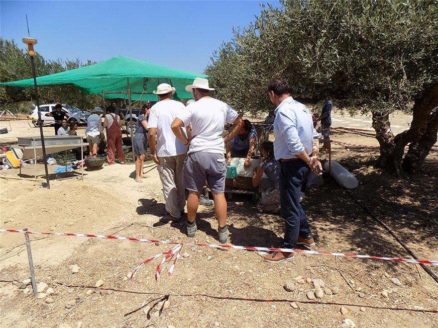 Ιεράπετρα: Υποχώρησε το έδαφος και βρέθηκε μινωικός τάφος! - Φωτογραφία 2