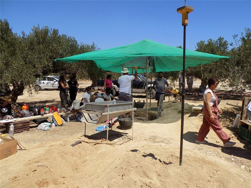 Ιεράπετρα: Υποχώρησε το έδαφος και βρέθηκε μινωικός τάφος! - Φωτογραφία 4