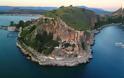 Το εκκλησάκι της Παναγιάς στα βράχια της Ακροναυπλίας