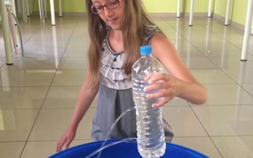 Υδροστατική πίεση: απλό πείραμα με ένα μπουκάλι! - Φωτογραφία 1