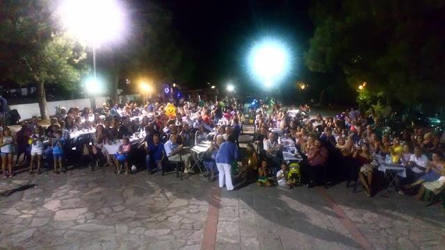 Kατάμεστη η πλατεία στο Γλέντι στο ΔΡΥΜΟ Βόνιτσας   ΦΩΤΟ - Φωτογραφία 1